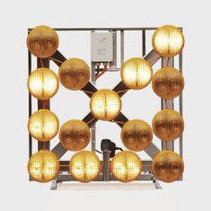 Nissen kleiner LED-Blinkpfeil LP 15 NiBus Kompakt mit Dachrahmen und Hebe/Senkvorrichtung, mit Kabelhandsteuerung Eco-Remote II